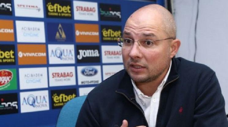 Букарев: Отвсякъде има атаки към Левски