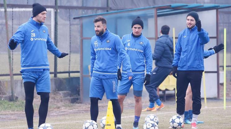 Левски пристигна с група от 21 футболисти в Малта