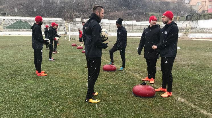 ЦСКА тренира под снега в Сандански