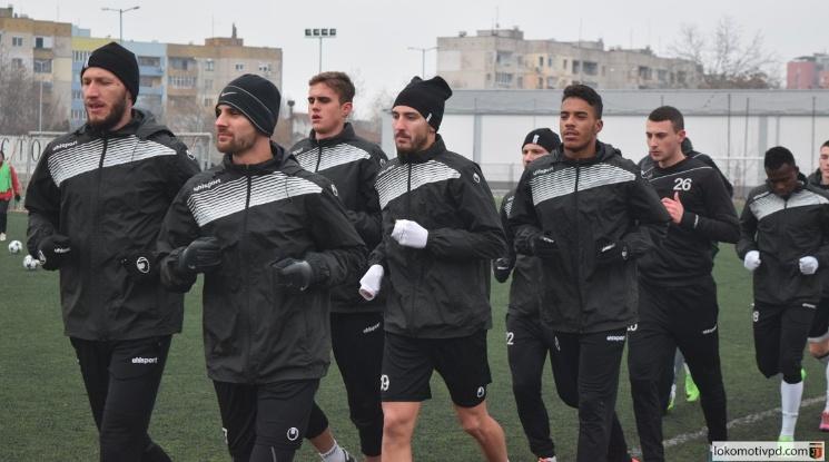 Локо Пловдив продължава с тежките тренировки