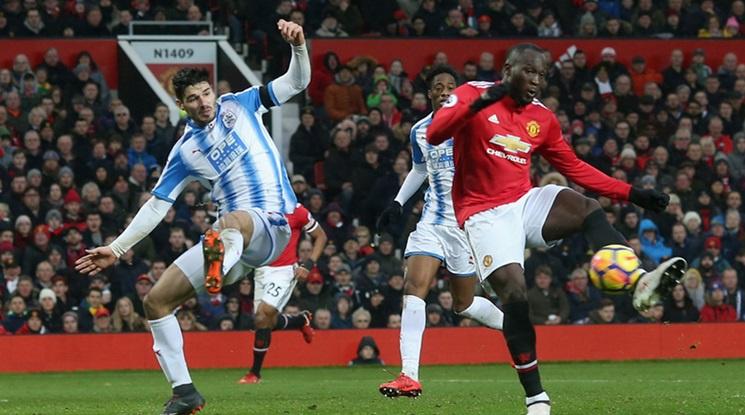 """Юнайтед подчини лесно Хъдърсфийлд на """"Олд Трафорд"""" (видео)"""