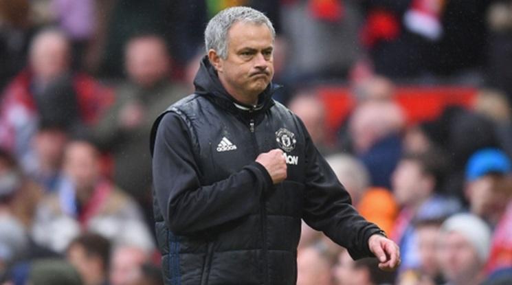 Феновете на Юнайтед отговориха на Моуриньо