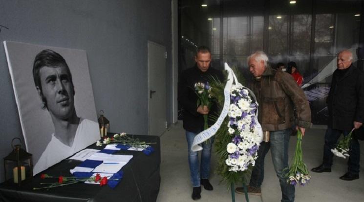 Фенове и легенди се сбогуваха с Павел Панов