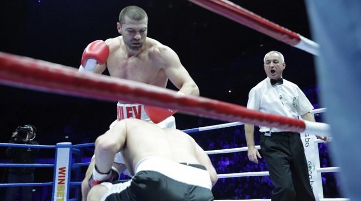 Тервел Пулев с нова победа с нокаут пред погледа на Христо Стоичков