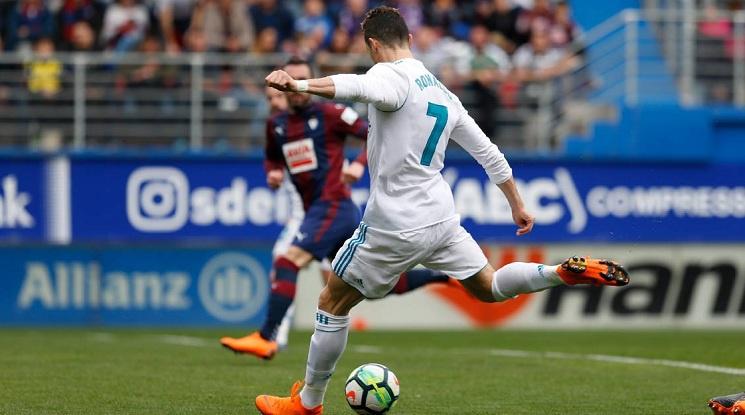 Роналдо измъкна успеха за вял Реал срещу Ейбар (видео)