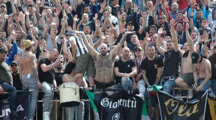 Фенове на Асколи нападнаха футболисти на тима