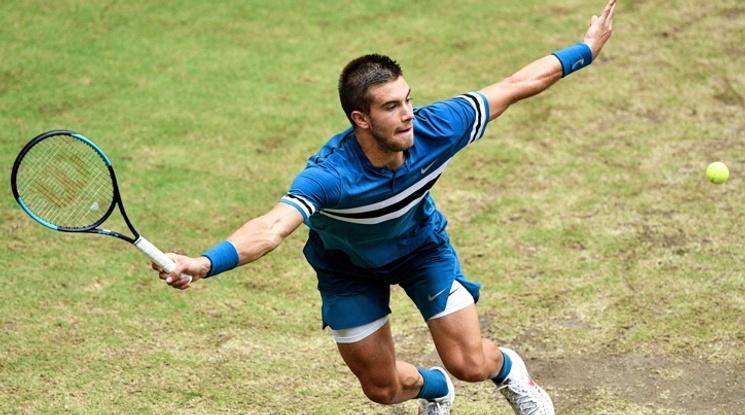 21-годишен талант надви Федерер на финала в Хале