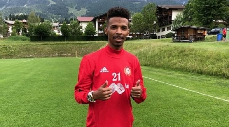 Рафаел Енрике на линия за контролата на ЦСКА с Уфа