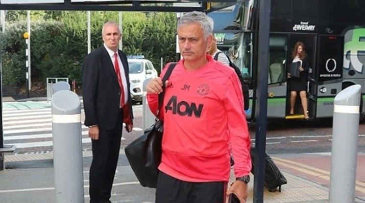 Привърженици на Юнайтед ще помага на клуба за уволнението на Моуриньо
