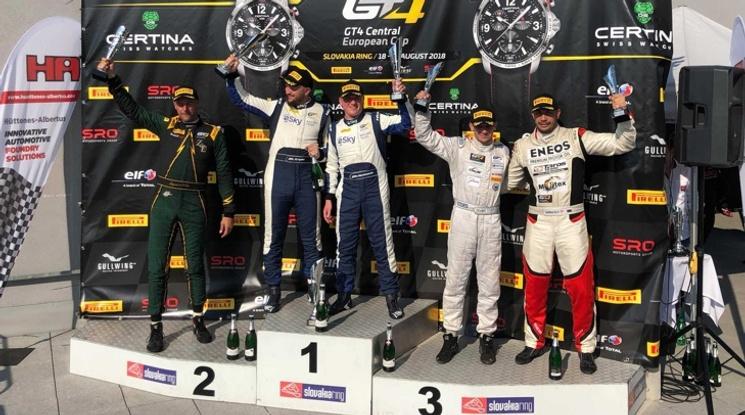 Влъчков и Маршевелов с подиуми в първото състезание в GT4 на Словакия Ринг