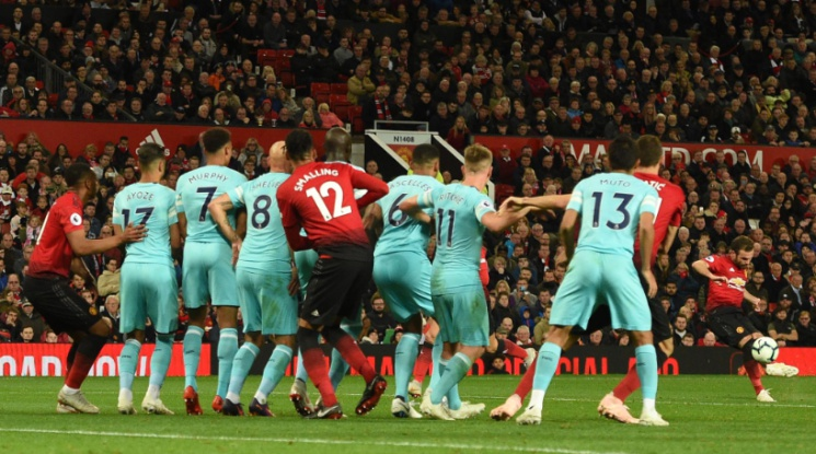 """Ман Юнайтед сътвори героичен обрат срещу Нюкасъл на """"Олд Трафорд"""" (видео)"""