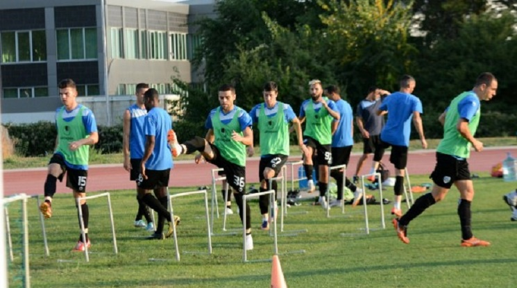 Виктор Генев започна тренировки с Черно море