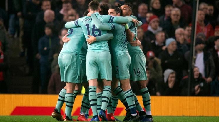 Играчи на Арсенал са били заснети да вдишват азотен оксид
