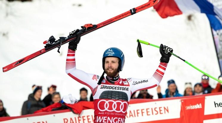 Шварц триумфира в комбинацията във Венген