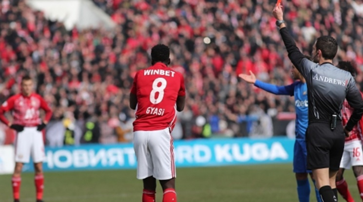 Автогол и червен картон решиха дербито между Левски и ЦСКА