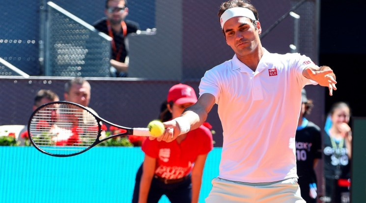 Федерер се завърна с трудна победа срещу Монфис