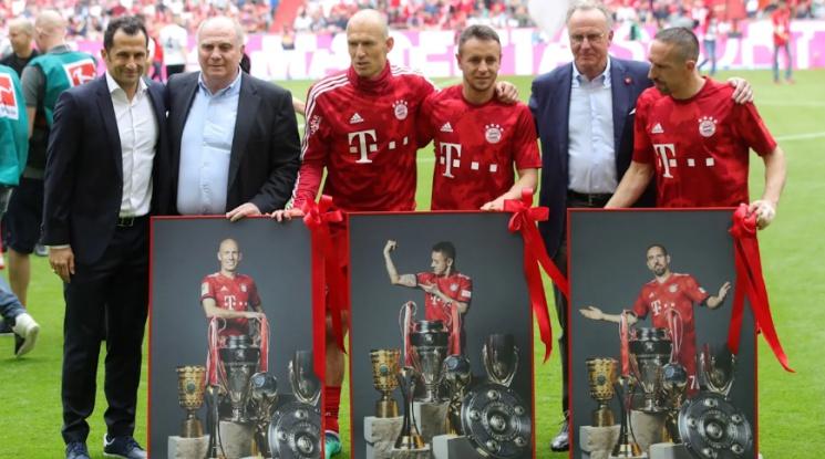 """Байерн отново е шампион на Германия! """"Алианц Арена"""" изпрати на крака легендарно трио (видео)"""