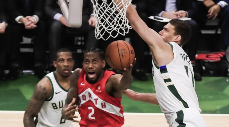 Раптърс се приближиха на победа от исторически първи финал в НБА