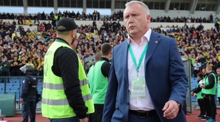 Ботев се раздели с Николай Киров