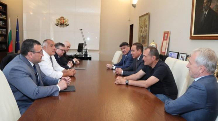 Приключи срещата на премиера Борисов с Боби Михайлов и футболните президенти