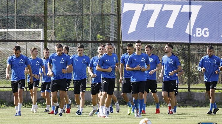 Левски срещу белгийци или румънци, ако се справи с АЕК