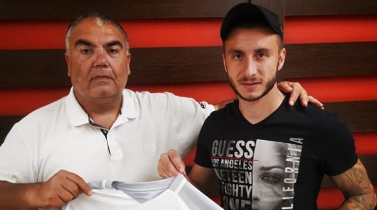 Антон Карачанаков подписа с Царско село