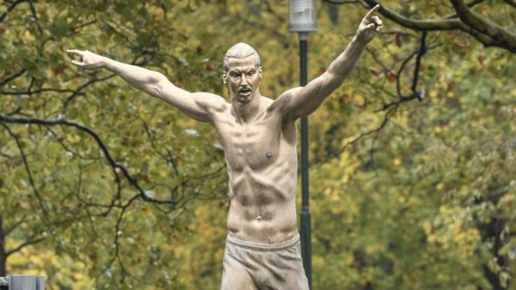 В Малмьо откриха статуя на Златан