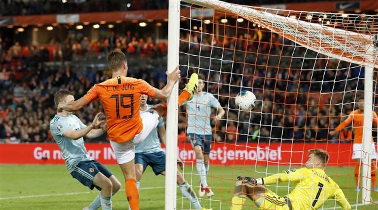 Нидерландия 3-1 Северна Ирландия (репортаж)