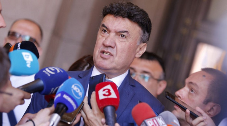 Борислав Михайлов няма да подава оставка