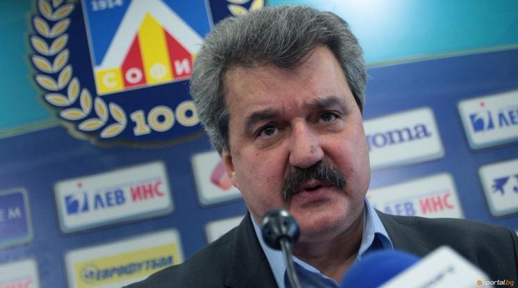 Тодор Батков: Футболните агитки се използват за политически цели