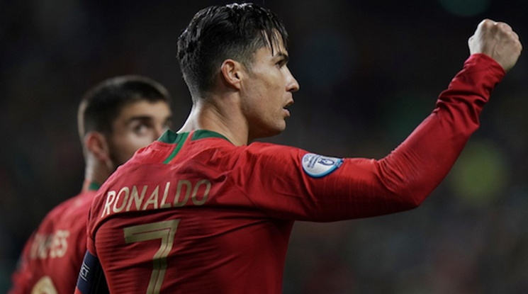 Роналдо с хеттрик при разгромна победа на Португалия
