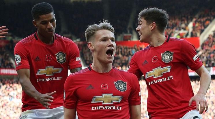 Трима подновиха тренировки с Ман Юнайтед