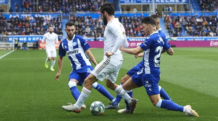 Реал Мадрид изскочи на върха в Примера след успех над Алавес (видео)