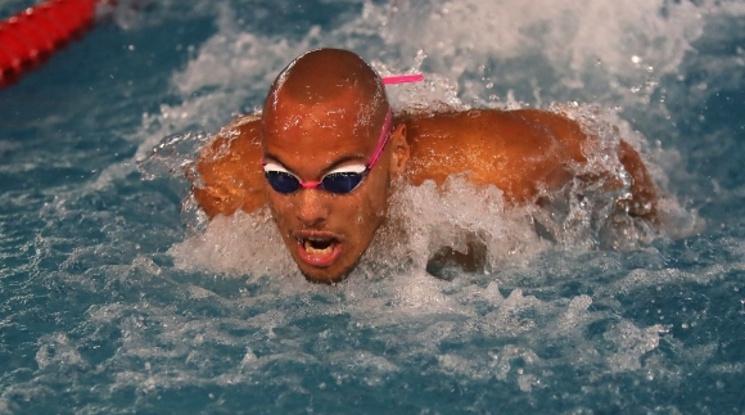 Антъни Иванов е на финала на 200 метра бътерфлай