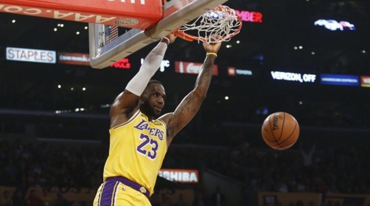 Наказателната акция на Лейкърс в НБА продължи и срещу Атланта (видео)