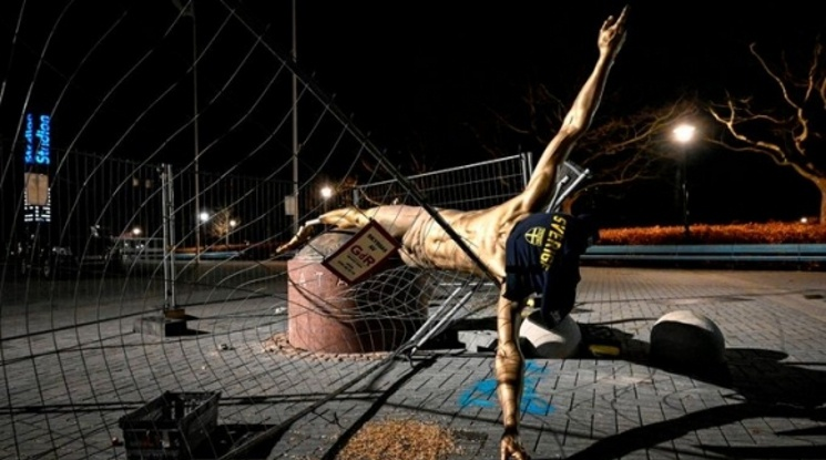 Вандали потрошиха статуята на Златан