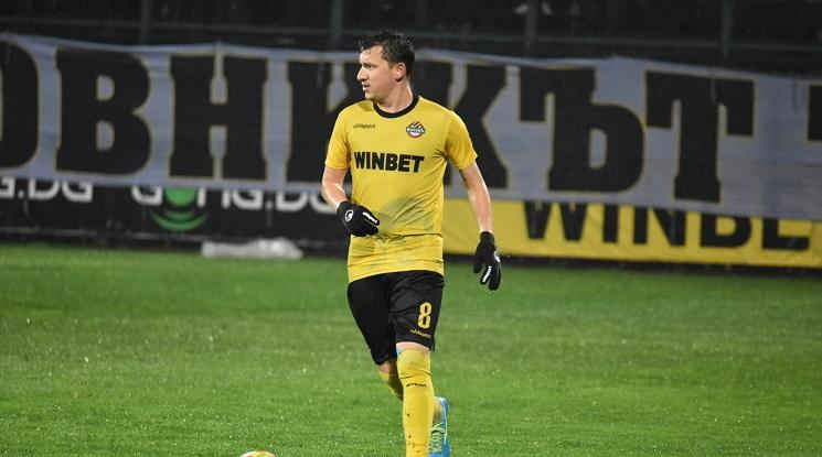 Тодор Неделев се подлага на операция на коляното