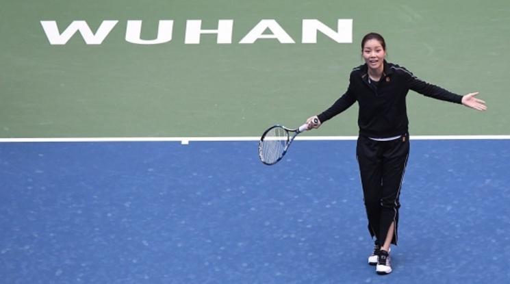 Ли На дари 3 милиона юана