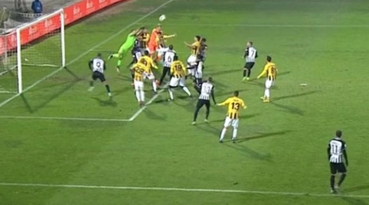 Вратар донесе точка за своя тим с гол в 95-та минута