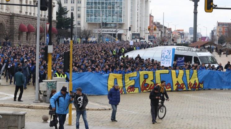 Стартира шествието на феновете на Левски