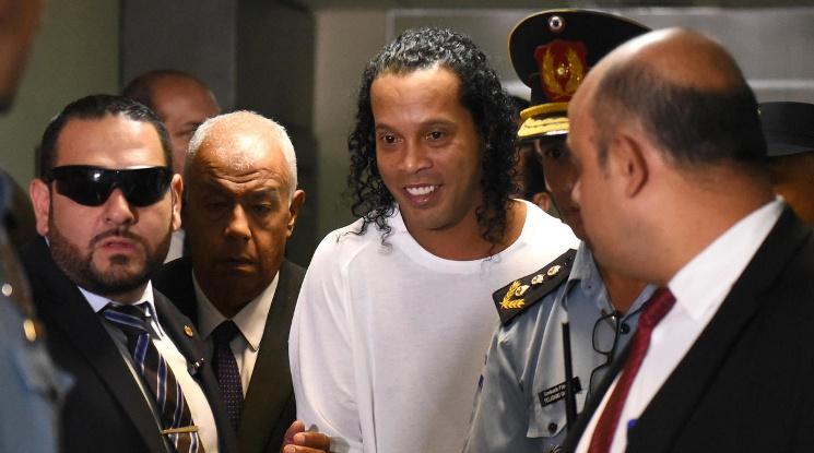 Освободиха Роналдиньо от затвора срещу гаранция