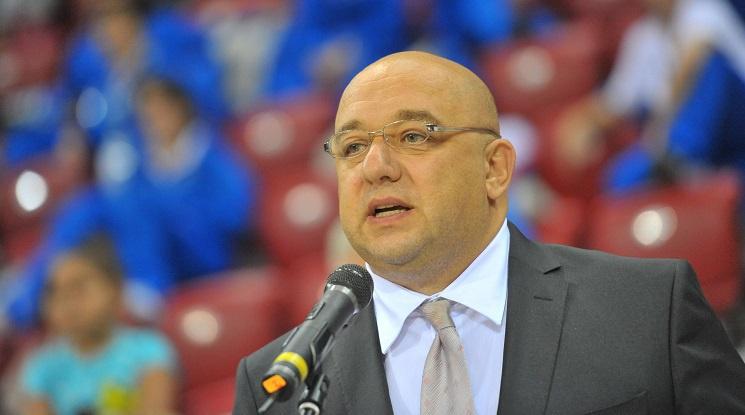 Министърът на спорта предупреди БФС да спазва наложените ограничения