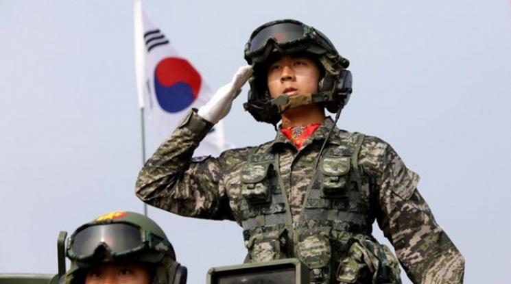 Хюн-Mин Сон започна военната си служба
