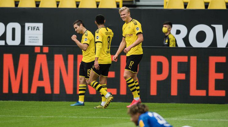Борусия Дортмунд се подигра с Шалке 04 (видео)
