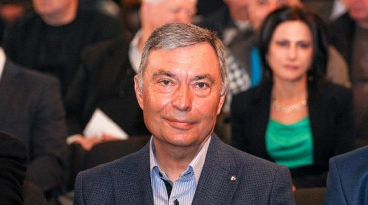 Попов и Божков дават акциите на Левски безвъзмездно на Сираков