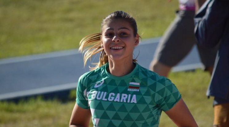 Александра Начева завърши средното си образование