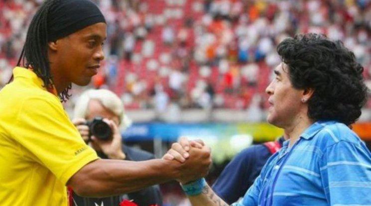 Роналдиньо подновява кариерата си, за да играе за тима на Марадона