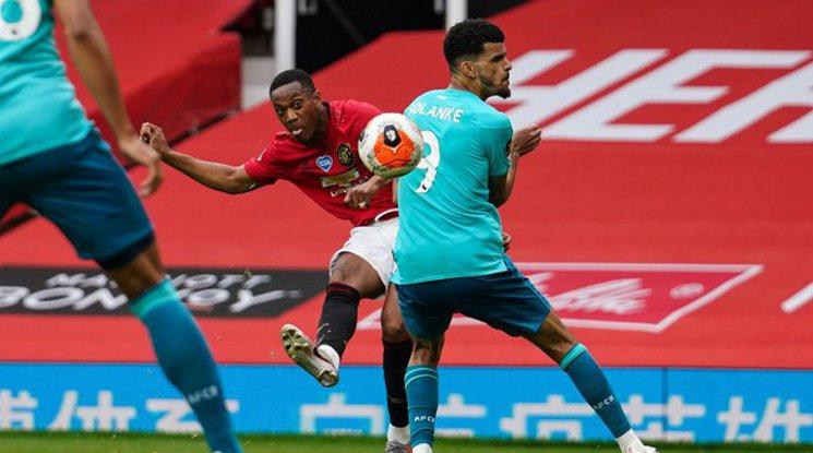 """Юнайтед беше безкомпромисен срещу Борнемут на """"Олд Трафорд"""" (репортаж)"""