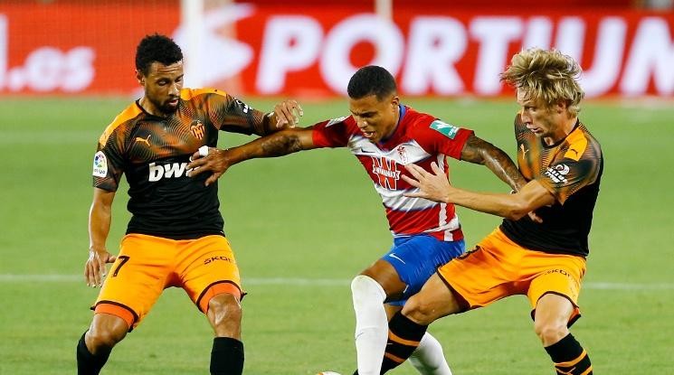 Гранада и Валенсия поделиха точките в оспорван мач (видео)