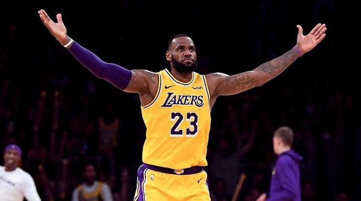 Меджик Джонсън: ЛеБрон определено е MVP този сезон